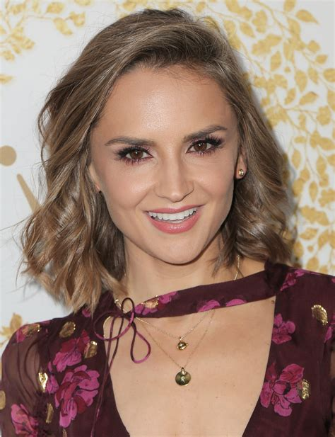Rachael Leigh Cook is still 'all that,' but now stars in