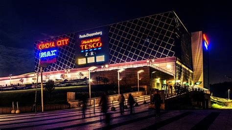 Arena Plaza Shopping Center Budapest Timelapse - YouTube