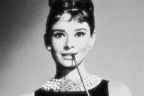 7 Ways to Make Audrey Hepburn Your Fashion Style Icon on a