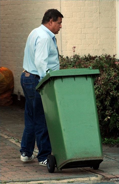 Hasnat Khan Spotted at His East London Home - Zimbio