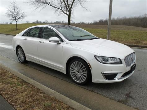 Pre-Owned 2017 Lincoln MKZ Reserve Front-wheel Drive Sedan