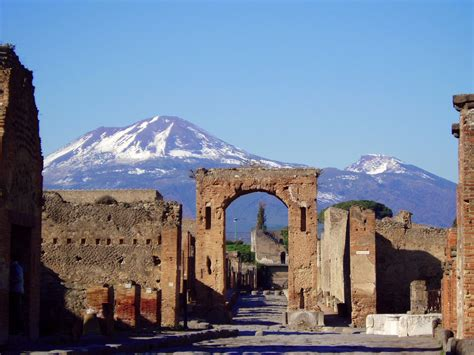 Mute the silence: Let's see, what happened in Pompeii and